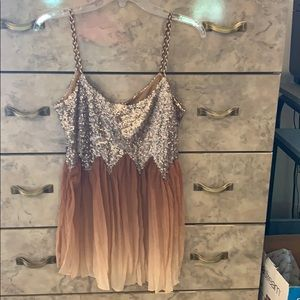 Tank top with sequins.